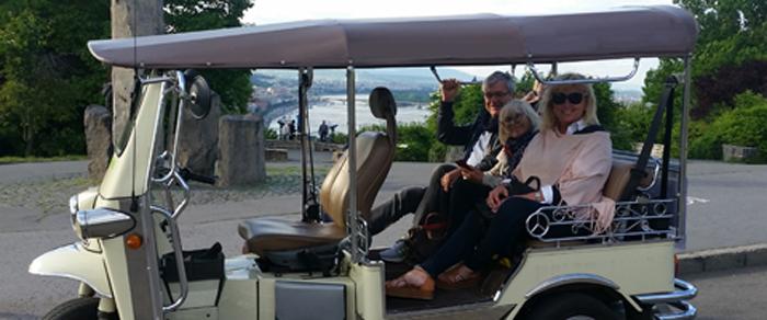 visite en tuk-tuk, le Danube en arrière-plan
