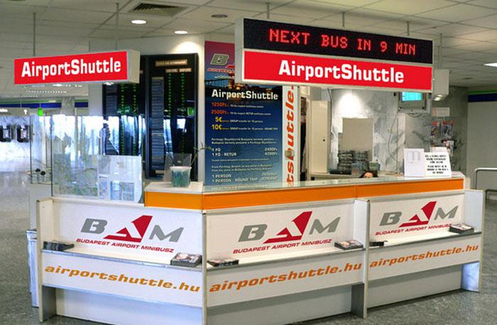 guiché pour minibus à l'aéroport de Budapest