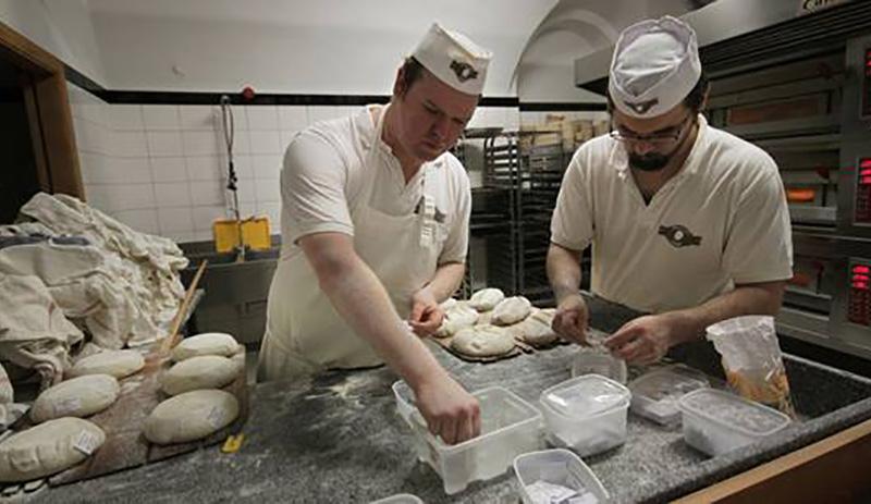 le boulanger au travail