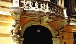balcon porté par les Atlas