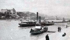 Bateaux à vapeur avec le Château en arrière-plan