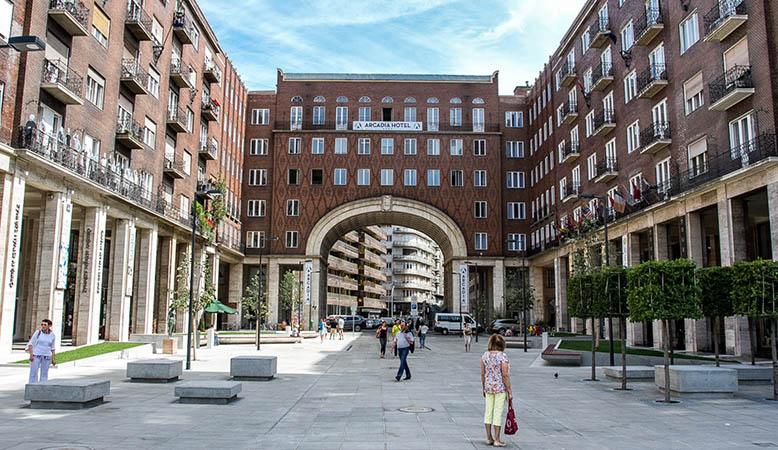 immeuble symbolisant la porte médiévale