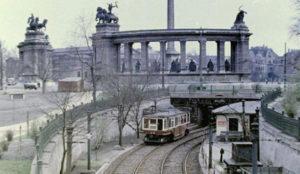 métro à la place des Héros en 1930