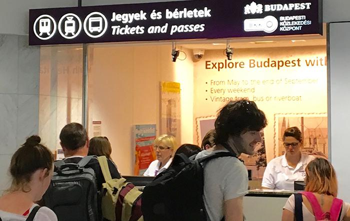 guichet transports publics aéroport Budapest