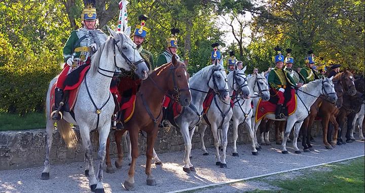 Les hussards au défilé