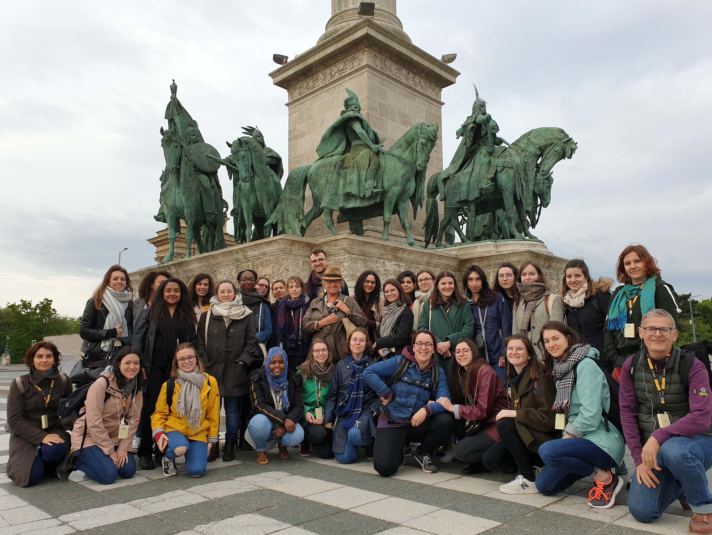 avec 28 étudiants de l'Université de Cergy-Pontoise à la place des Héros