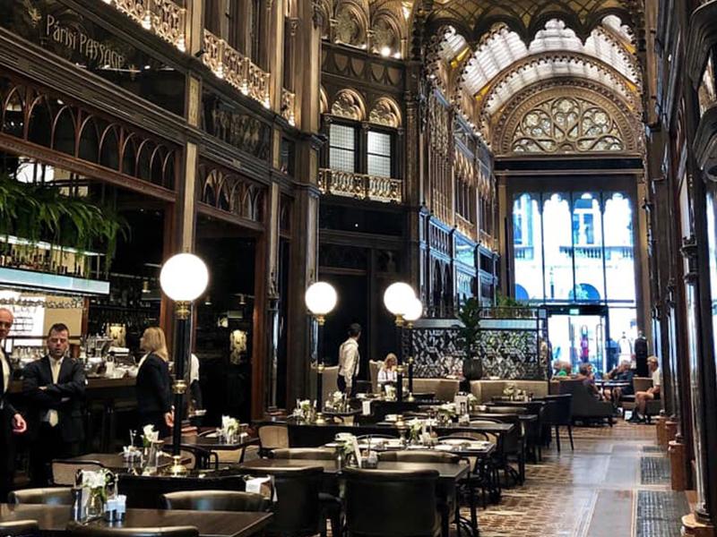 café à la Cour de Paris